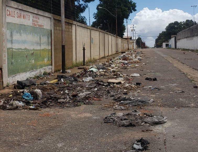Photo of Vecinos exigen limpieza de la calle Roma con San Mateo de Guanipa