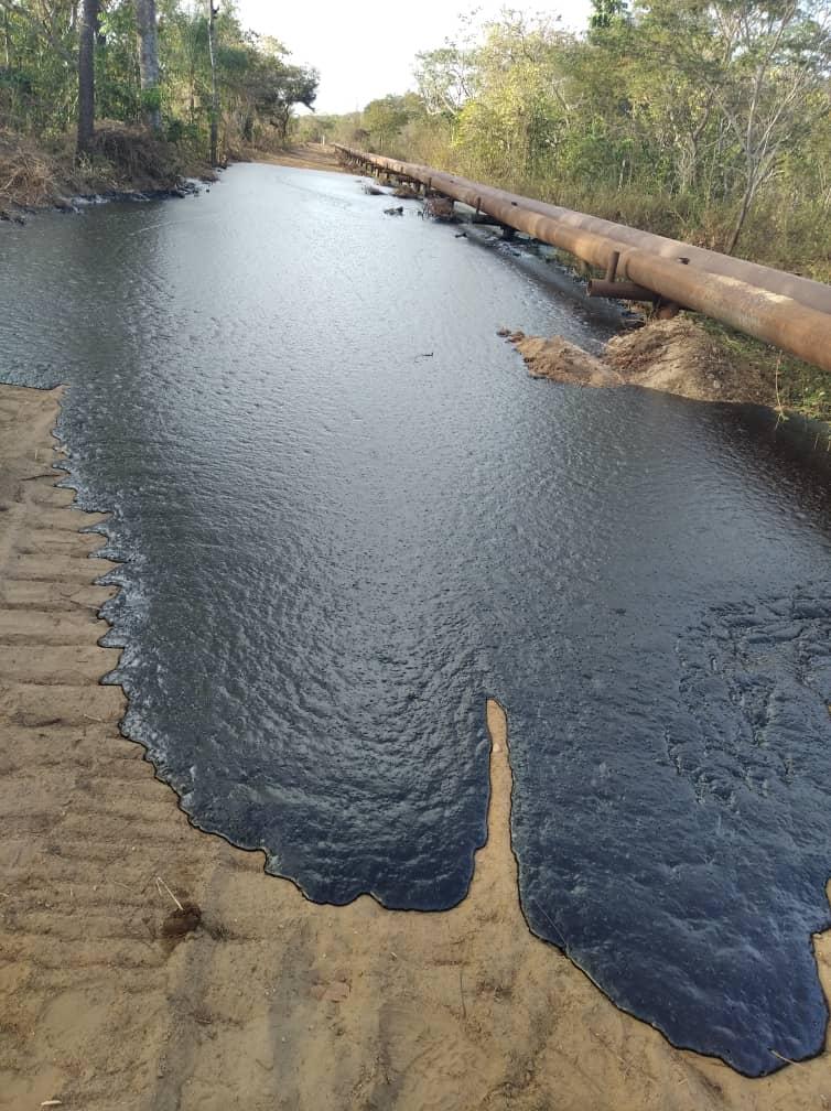 Photo of Derrames de petróleo causa daños en fincas y animales en San Diego de Cabrutica