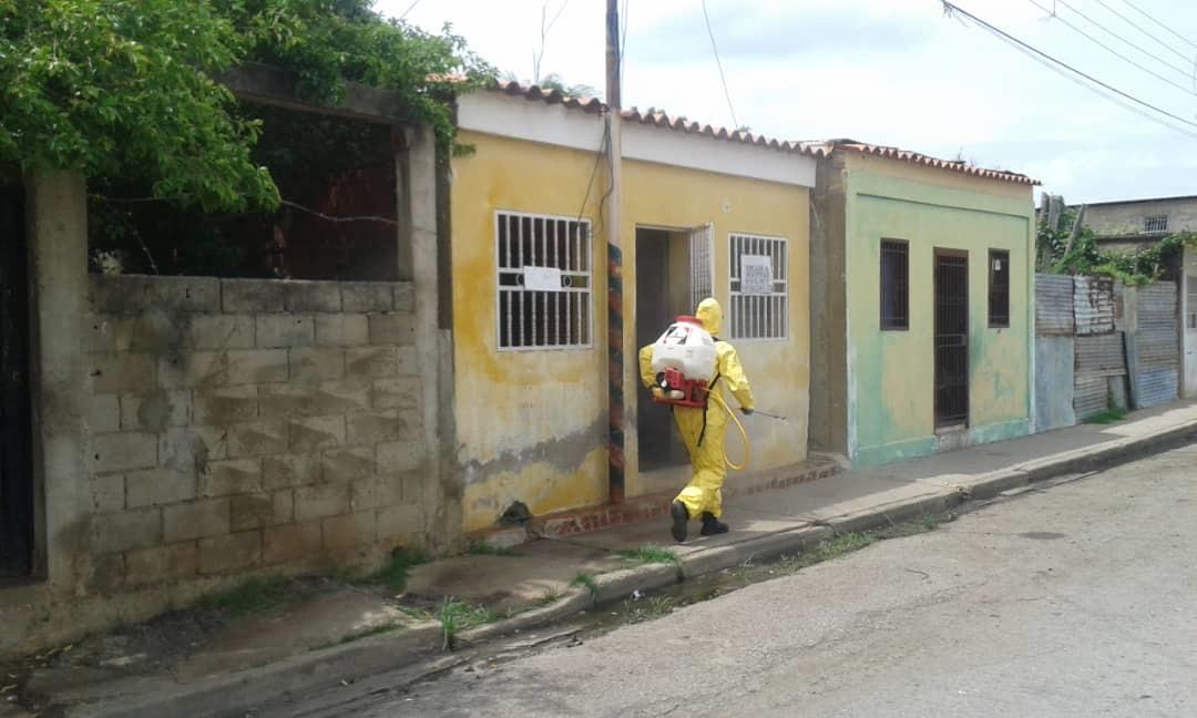 Photo of 389 casos y 5 fallecidos por Covid-19 en Venezuela