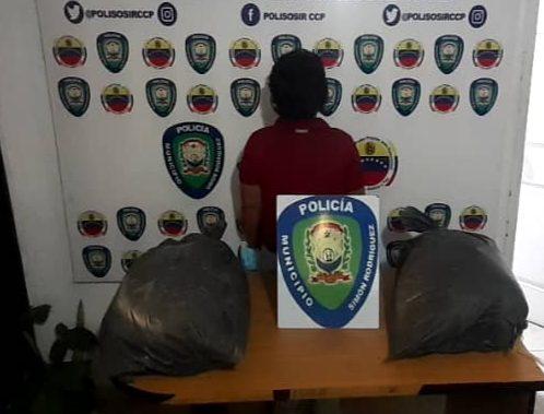 Photo of Mujer detenida con sacos de cemento robados