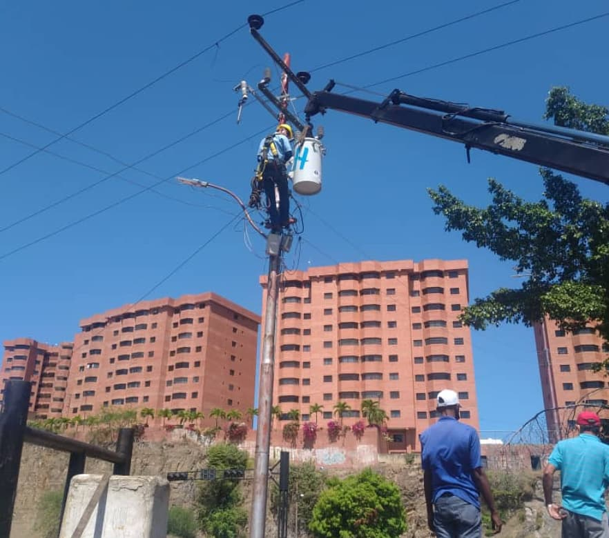 Photo of 700 familias de Puerto La Cruz se han beneficiado con la instalación de transformadores